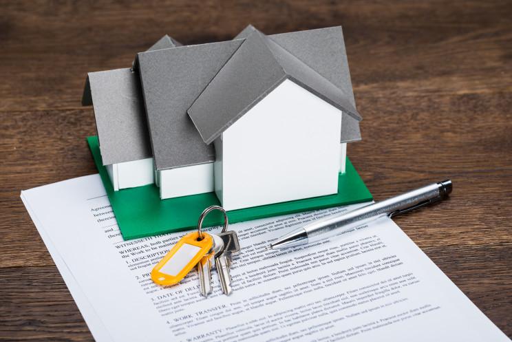 ¿Qué gastos e impuestos tienes que asumir al vender o alquilar una casa?